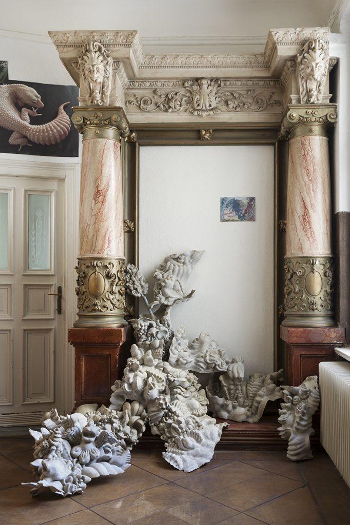 miriamlenk squishy installation aus figürlichen Fragmenten 2017 epoxidharz ca 150x 200x 150cm